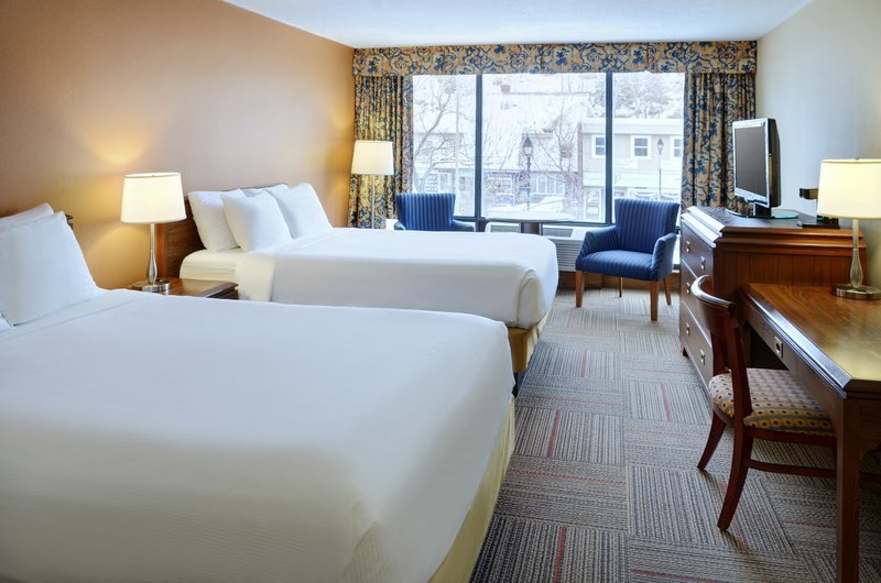 https://www.hotelsbyday.com/_data/default-hotel_image/1/9972/guest-room-3.jpg