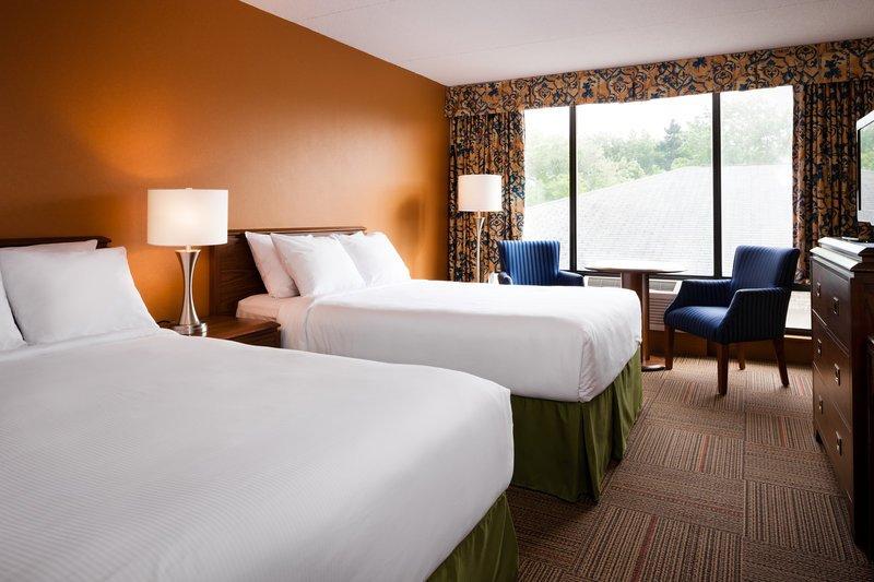 https://www.hotelsbyday.com/_data/default-hotel_image/1/9973/guest-room-1.jpg