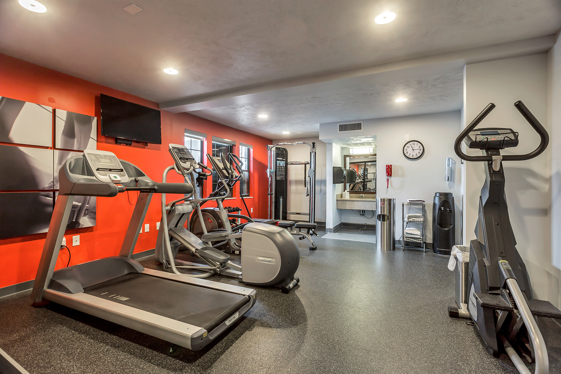 https://www.hotelsbyday.com/_data/default-hotel_image/2/10023/fitness-center.jpg