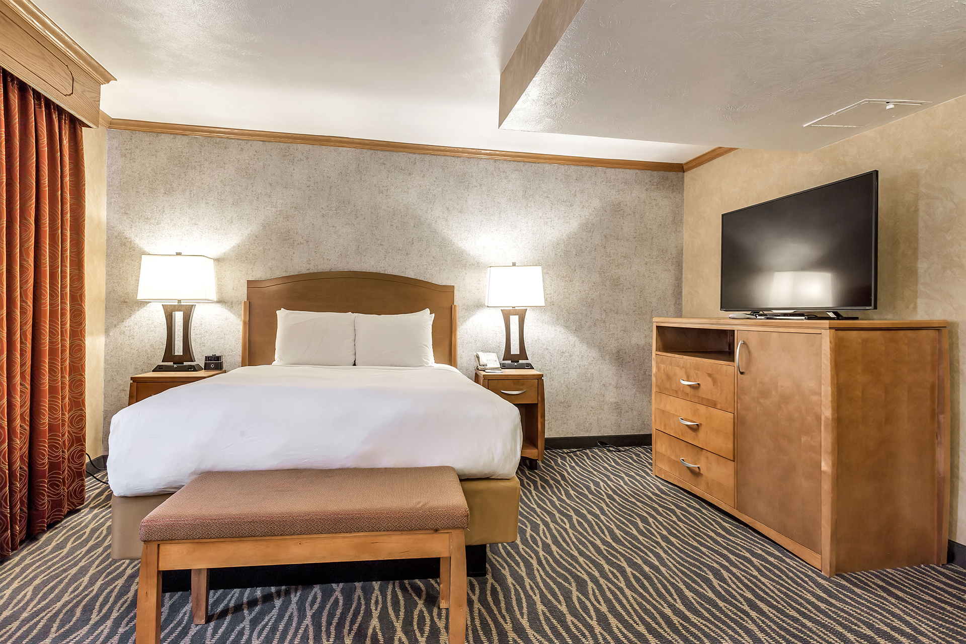https://www.hotelsbyday.com/_data/default-hotel_image/2/10033/king-bed.jpg