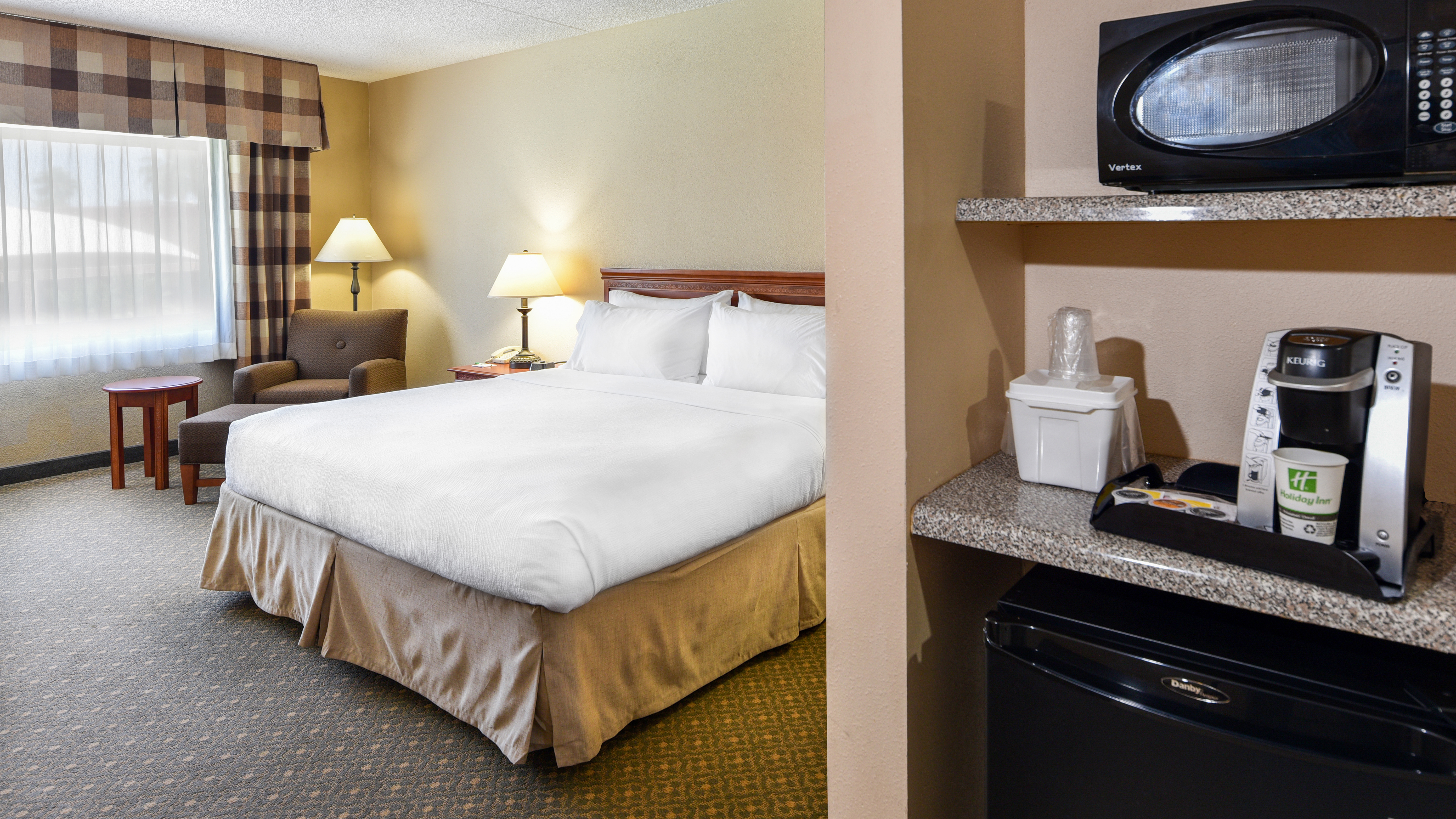 https://www.hotelsbyday.com/_data/default-hotel_image/2/10051/holiday-inn-casa-grande-47.jpg