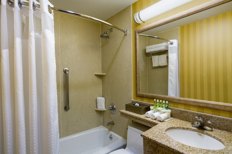 https://www.hotelsbyday.com/_data/default-hotel_image/2/10056/guest-room-amenity.jpg
