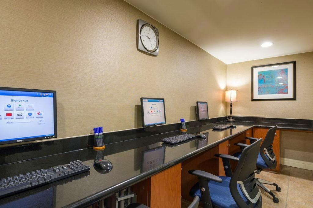 https://www.hotelsbyday.com/_data/default-hotel_image/2/10058/holiday-inn-express-nyc.jpg