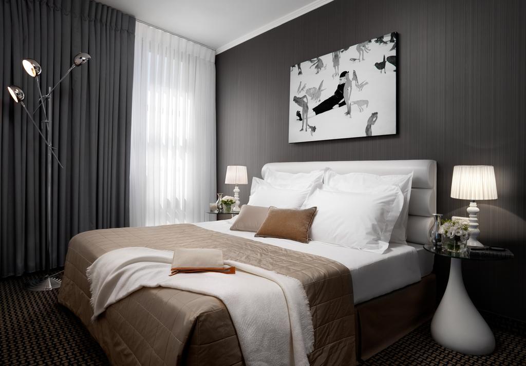 https://www.hotelsbyday.com/_data/default-hotel_image/2/10086/alexander-hotel-4.jpg