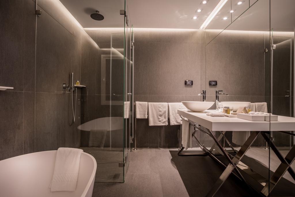 https://www.hotelsbyday.com/_data/default-hotel_image/2/10088/alexander-hotel-2.jpg