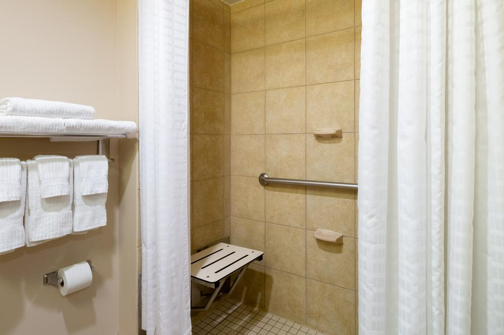 https://www.hotelsbyday.com/_data/default-hotel_image/2/10105/candlewood-suites-9.jpg
