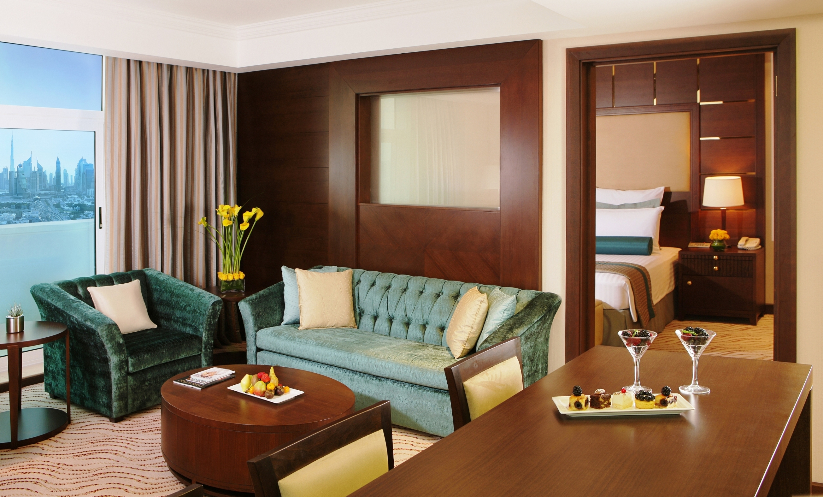 https://www.hotelsbyday.com/_data/default-hotel_image/2/10333/2-bedroom-suite.jpg