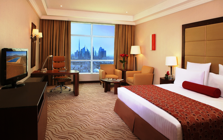 https://www.hotelsbyday.com/_data/default-hotel_image/2/10334/deluxe-room.jpg