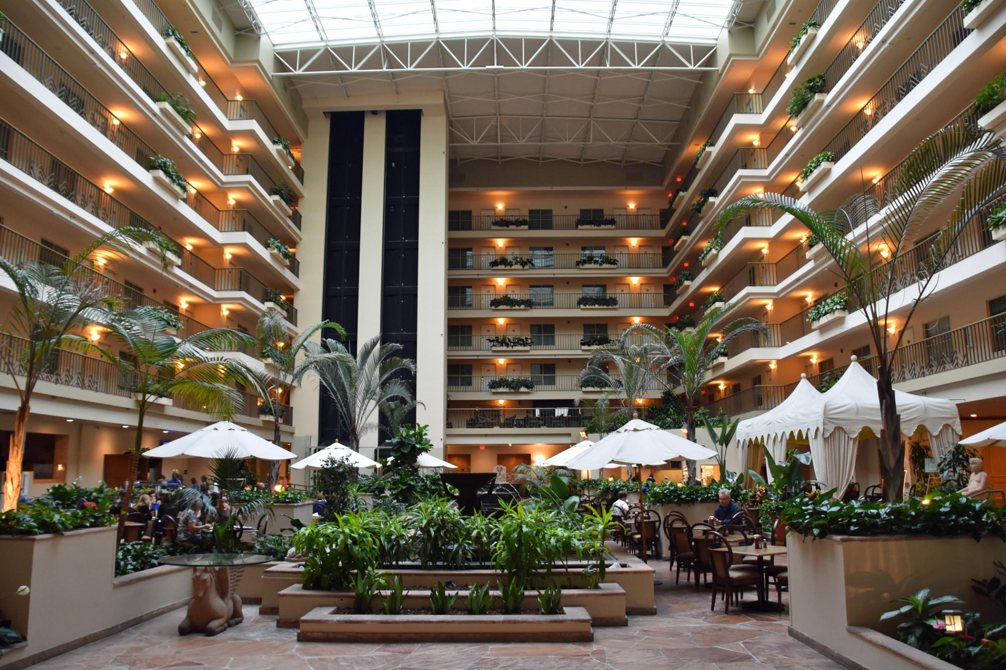 https://www.hotelsbyday.com/_data/default-hotel_image/2/10339/hotel-atrium.jpg