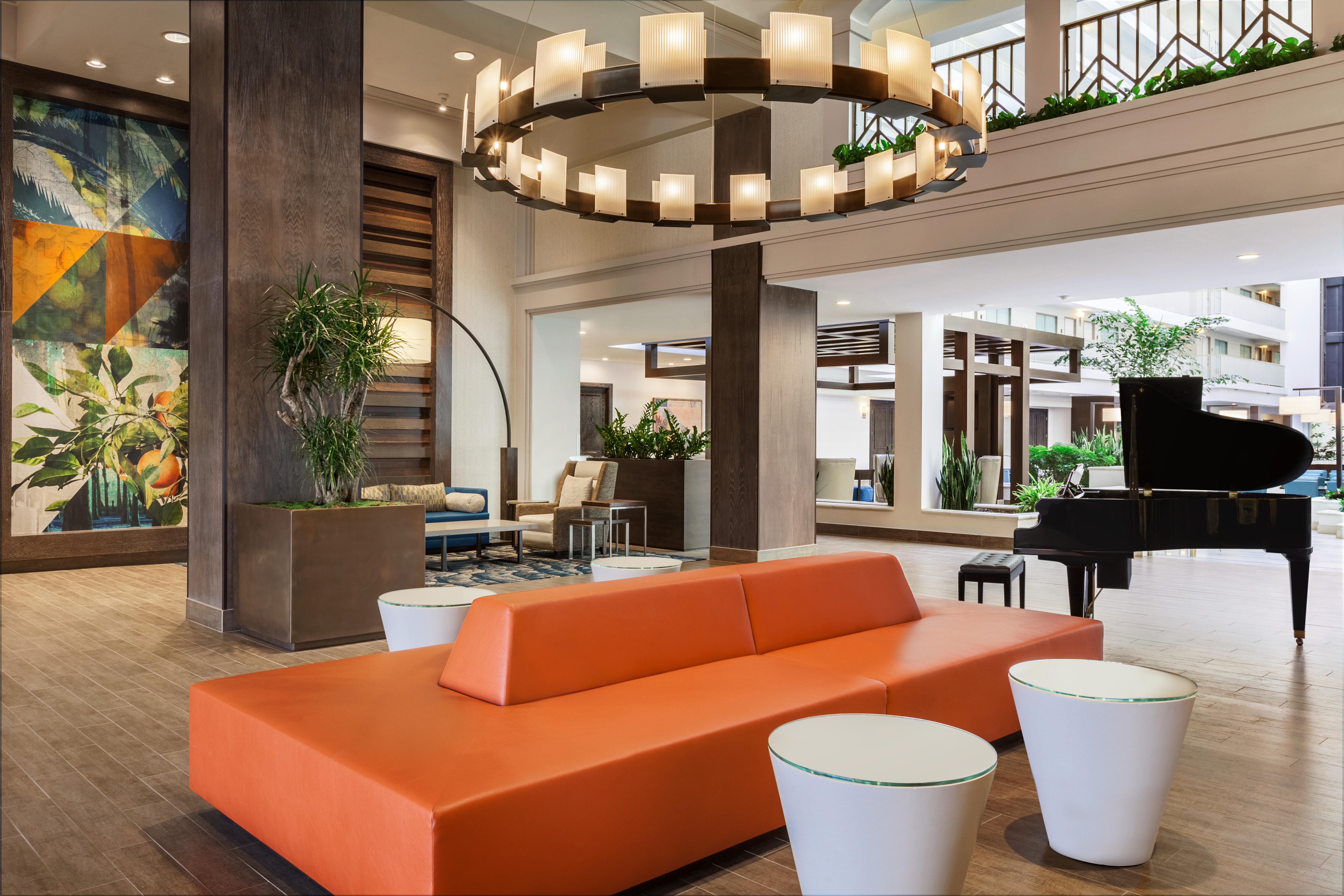 https://www.hotelsbyday.com/_data/default-hotel_image/2/10346/embassy-suites-by-hilton-brea-north-orange-county-lobby-front-desk-1242466.jpg