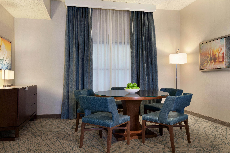 https://www.hotelsbyday.com/_data/default-hotel_image/2/10355/lower-penhouse-living-room.jpg