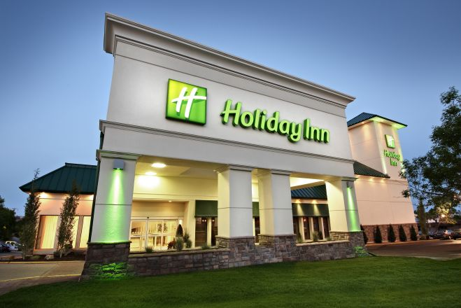 https://www.hotelsbyday.com/_data/default-hotel_image/2/10357/holiday-inn-calgary-9821-exterior1_659x440_auto.jpg