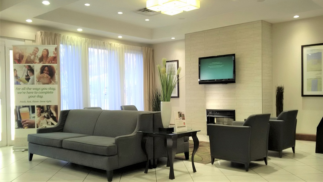 https://www.hotelsbyday.com/_data/default-hotel_image/2/10358/hi-new-lobby-2017.jpg