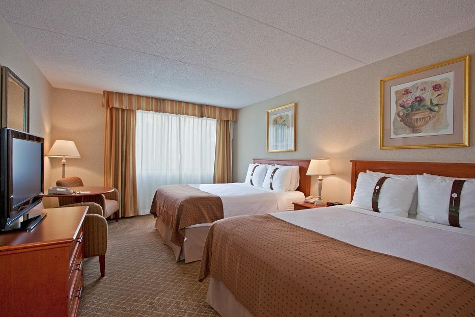 https://www.hotelsbyday.com/_data/default-hotel_image/2/10363/holiday-inn-calgary-two-queen-beds.jpg