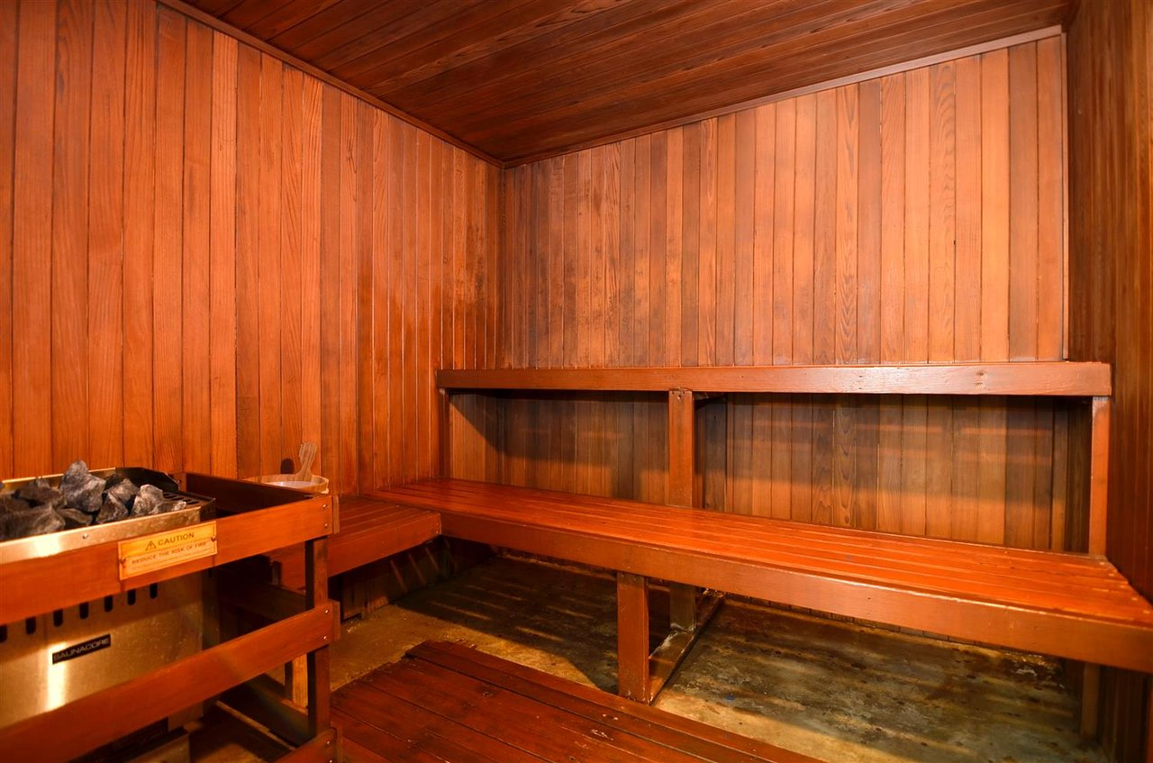 https://www.hotelsbyday.com/_data/default-hotel_image/2/10374/sauna.jpg