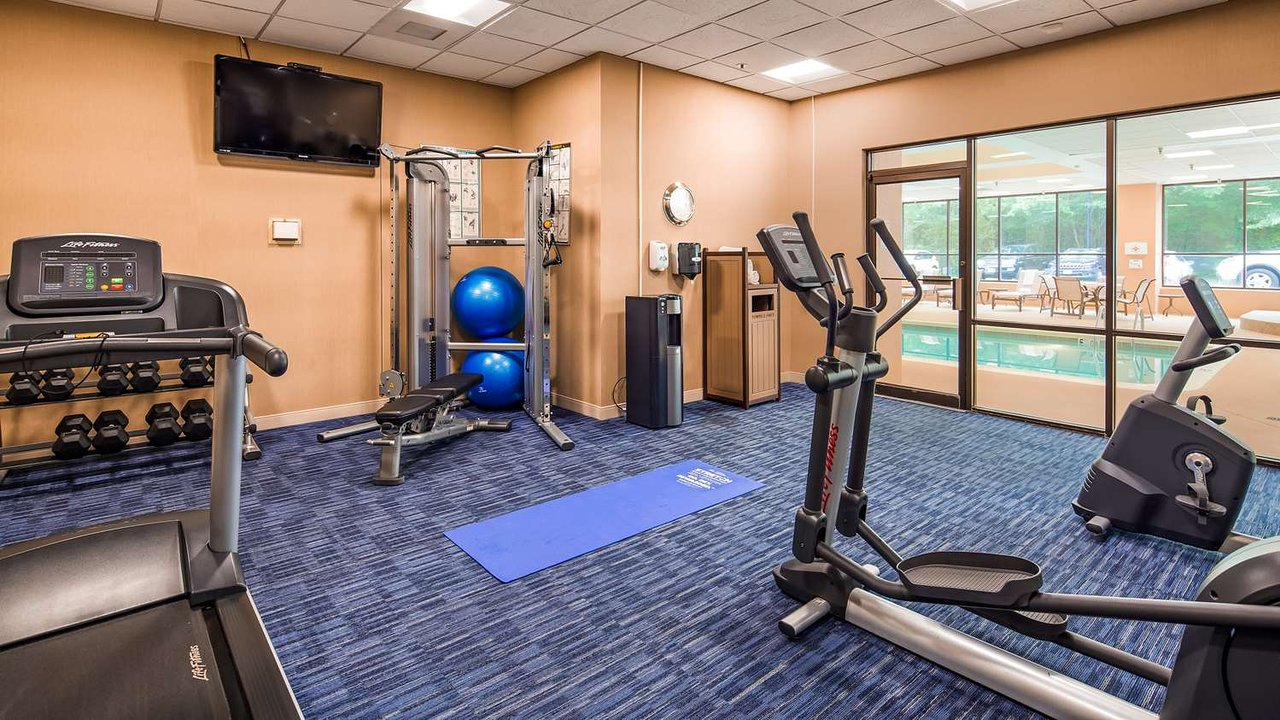 https://www.hotelsbyday.com/_data/default-hotel_image/2/10382/fitness-center.jpg