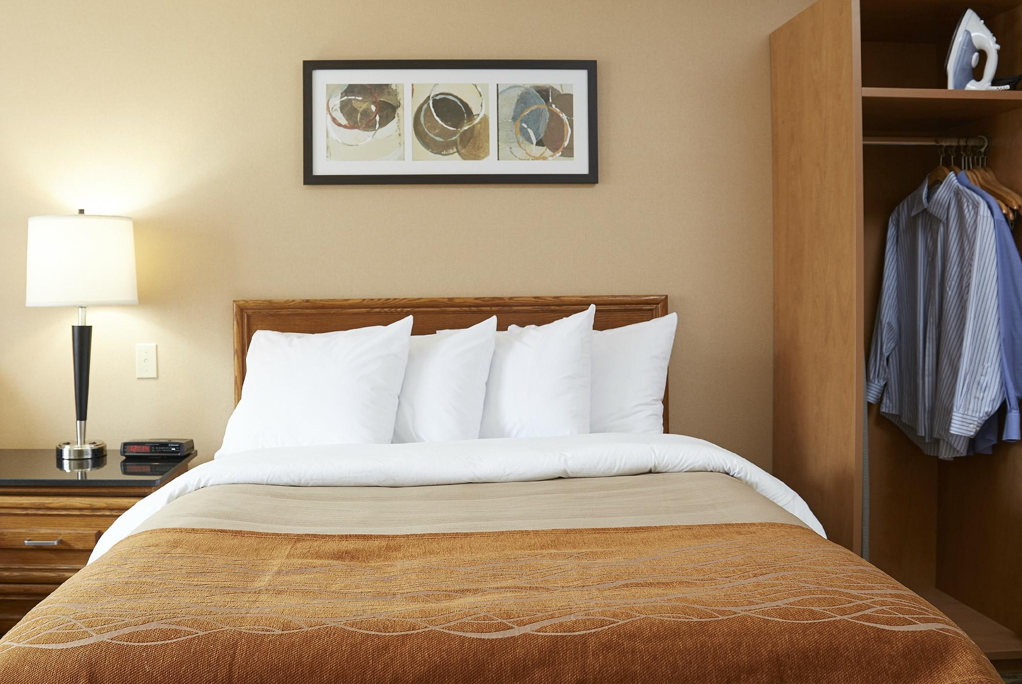 https://www.hotelsbyday.com/_data/default-hotel_image/2/10428/comfort-inn-amherst-1.jpg