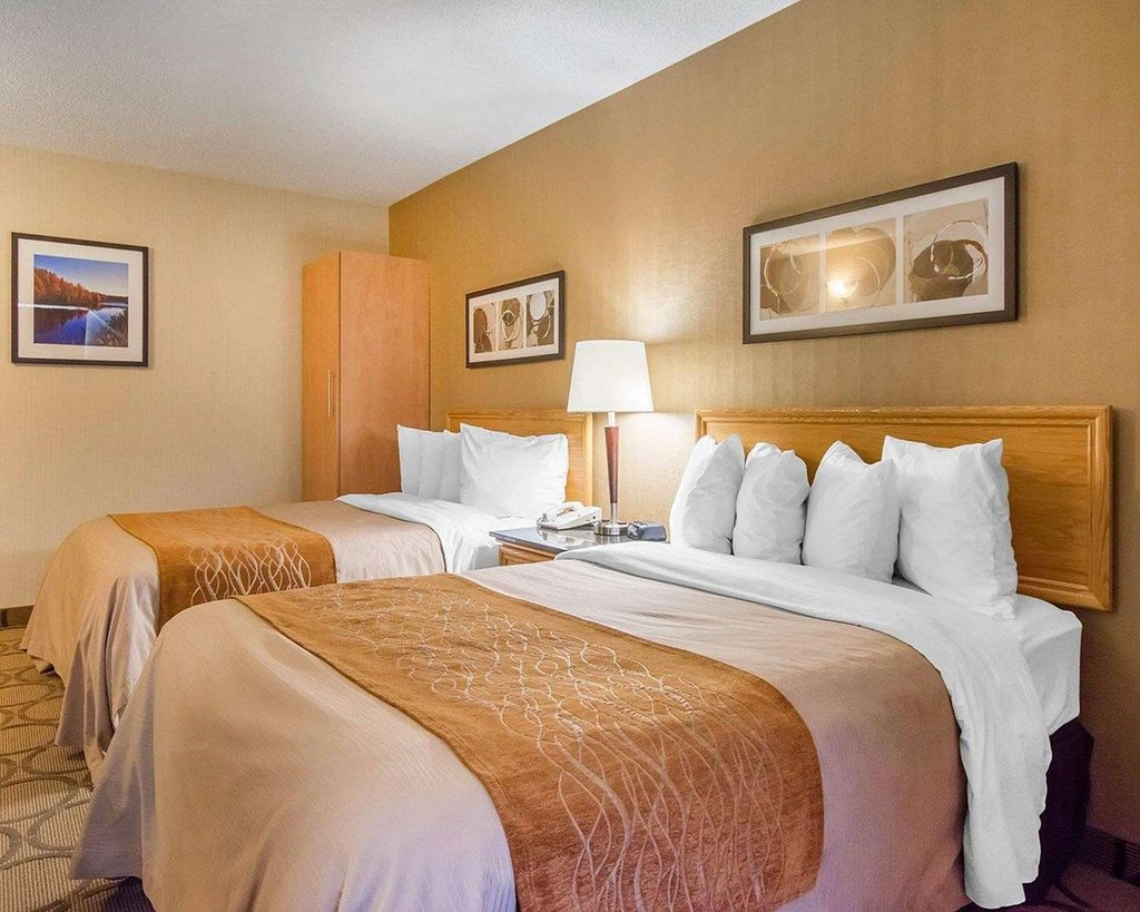 https://www.hotelsbyday.com/_data/default-hotel_image/2/10473/guest-room-with-double.jpg