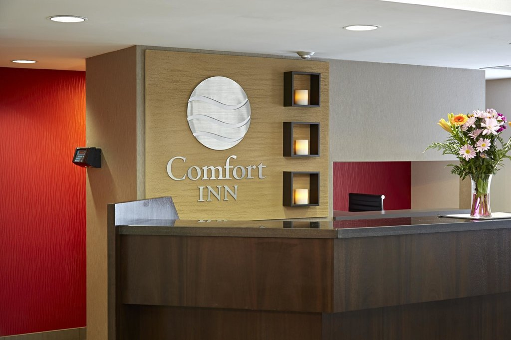 https://www.hotelsbyday.com/_data/default-hotel_image/2/10542/comfort-inn-8.jpg