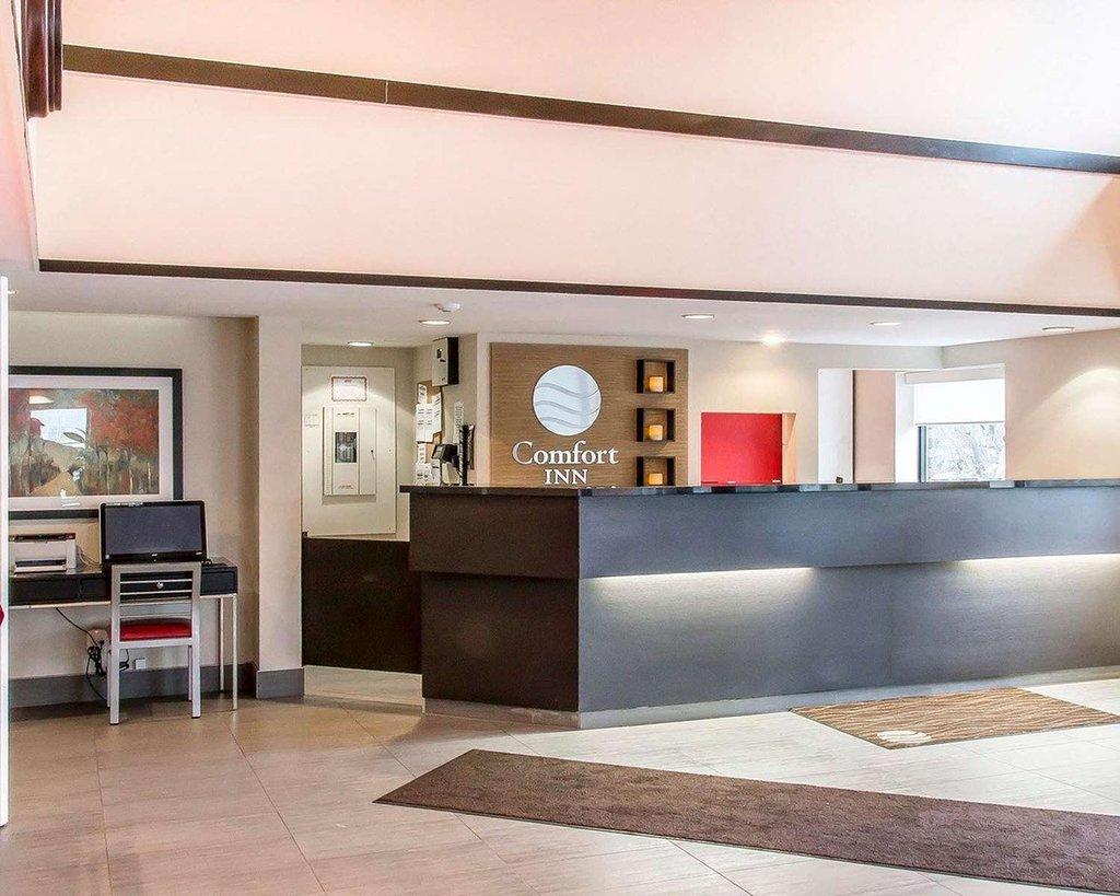 https://www.hotelsbyday.com/_data/default-hotel_image/2/10579/lobby.jpg