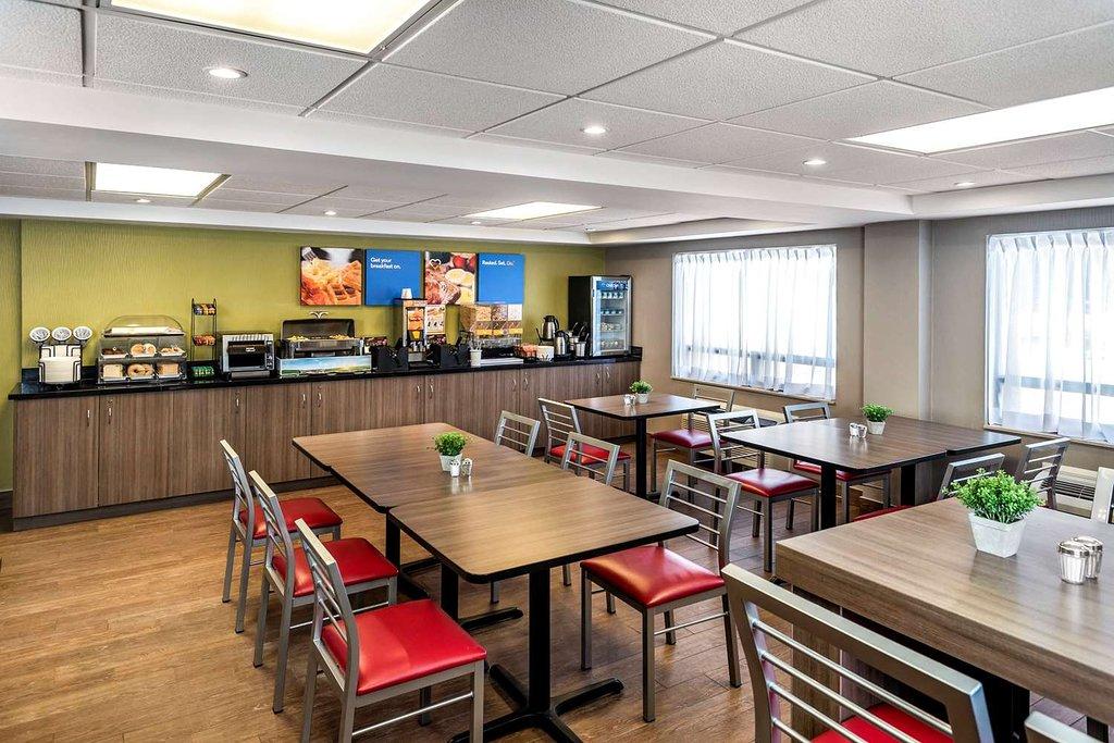 https://www.hotelsbyday.com/_data/default-hotel_image/2/10585/enjoy-hot-breakfast-in.jpg