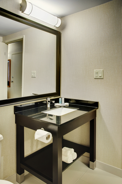 https://www.hotelsbyday.com/_data/default-hotel_image/2/10636/new-vanity.jpg