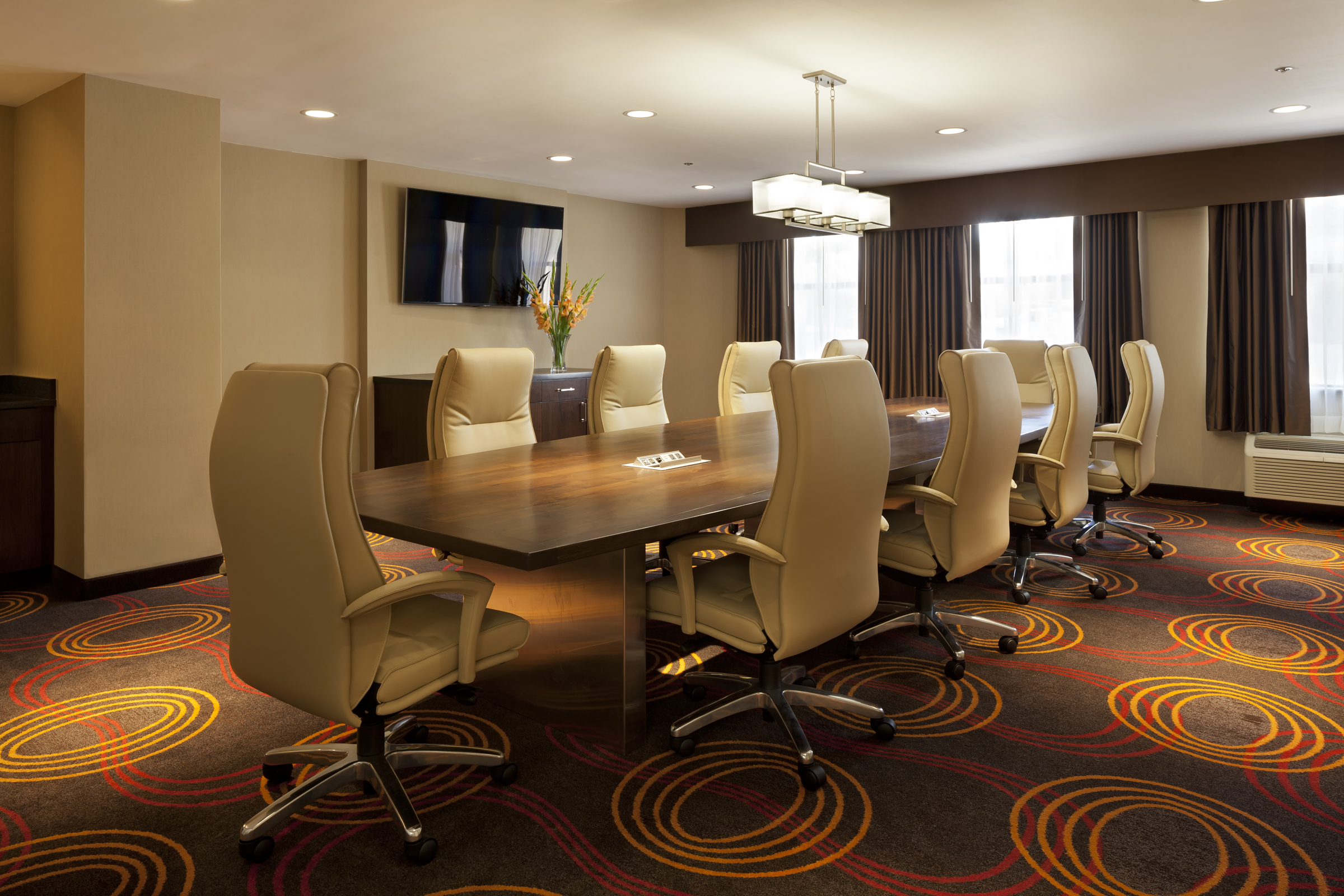 https://www.hotelsbyday.com/_data/default-hotel_image/2/10658/chesapeake-board-room-2.jpg