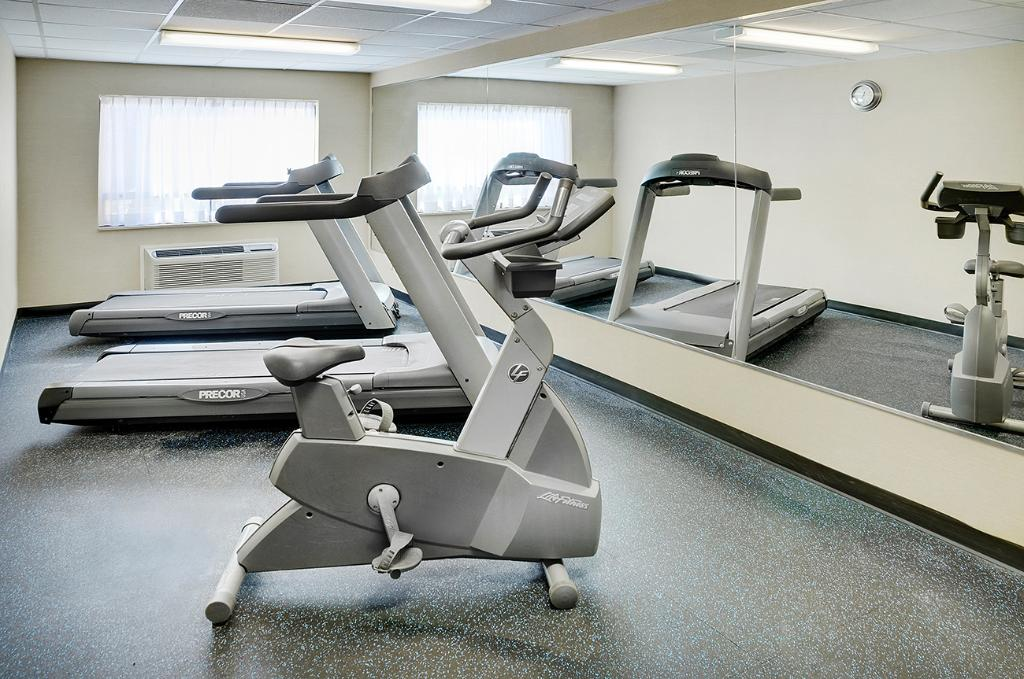 https://www.hotelsbyday.com/_data/default-hotel_image/2/10696/fitness-room.jpg