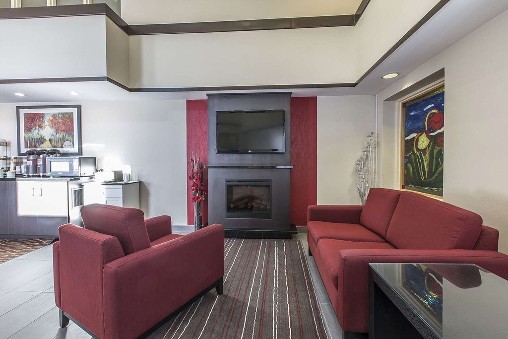 https://www.hotelsbyday.com/_data/default-hotel_image/2/10744/lobby-with-sitting-area.jpg