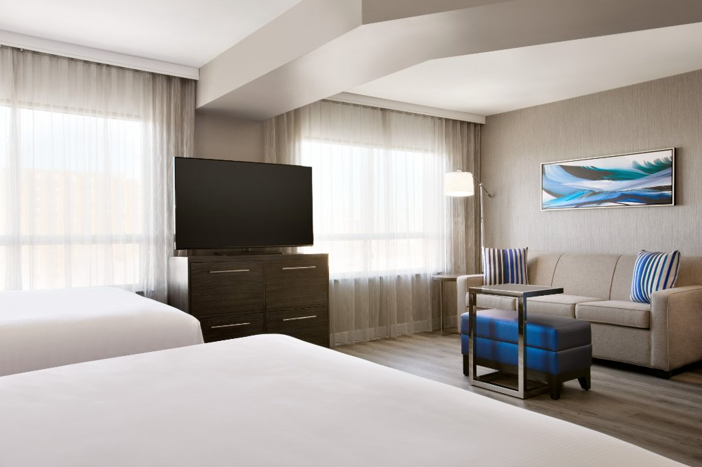 https://www.hotelsbyday.com/_data/default-hotel_image/2/10778/quality-suites-toronto-1.jpg