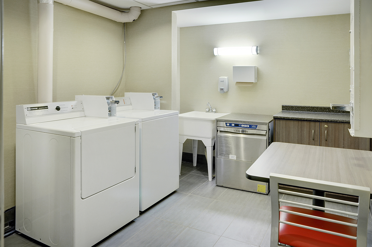 https://www.hotelsbyday.com/_data/default-hotel_image/2/10791/laundry-room-2015.jpg