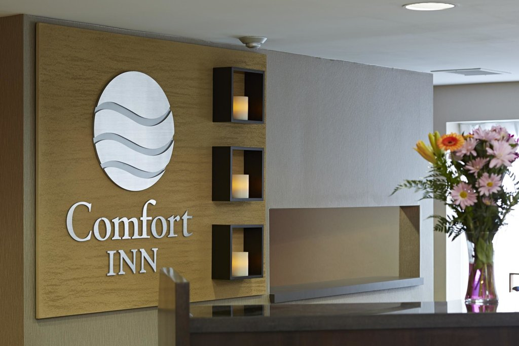 https://www.hotelsbyday.com/_data/default-hotel_image/2/10864/comfort-inn-sept-iles-11.jpg