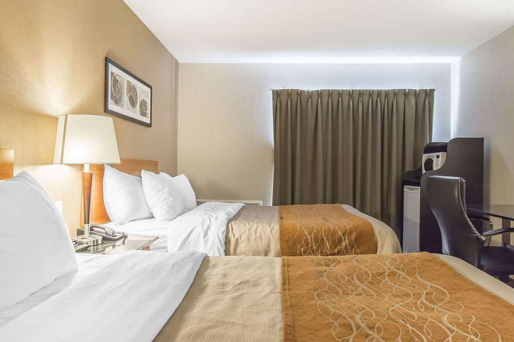 https://www.hotelsbyday.com/_data/default-hotel_image/2/10927/guest-room-with-two-beds-1.jpg