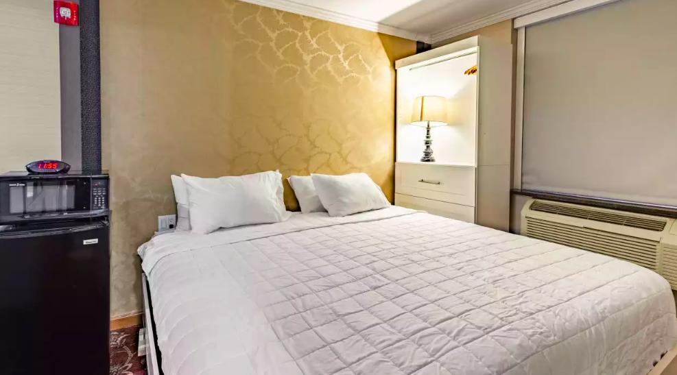 https://www.hotelsbyday.com/_data/default-hotel_image/2/10998/screen-shot-2019-02-21-at-12-36-41.png