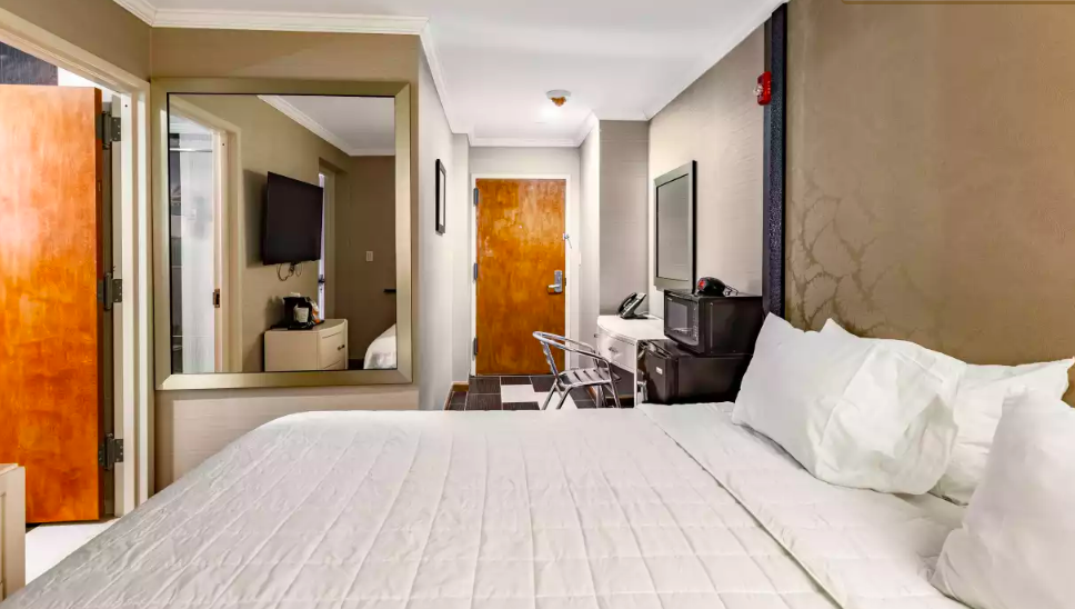 https://www.hotelsbyday.com/_data/default-hotel_image/2/10999/screen-shot-2019-02-21-at-12-36-49.png