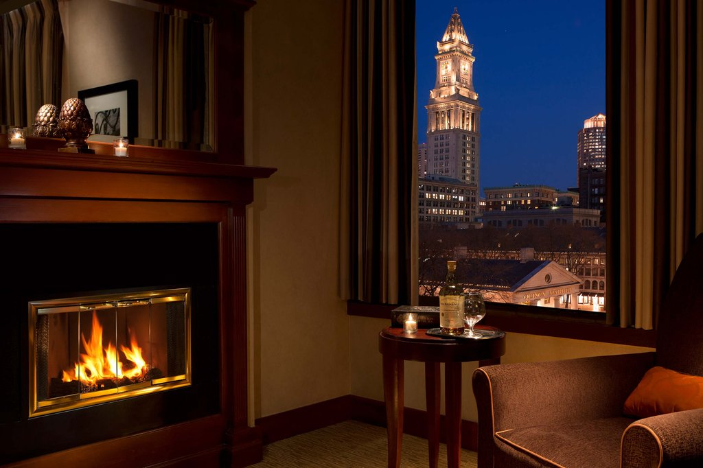 https://www.hotelsbyday.com/_data/default-hotel_image/2/11035/fireplace-r.jpg