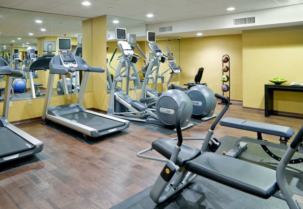 https://www.hotelsbyday.com/_data/default-hotel_image/2/11039/fitness-center-r.jpg