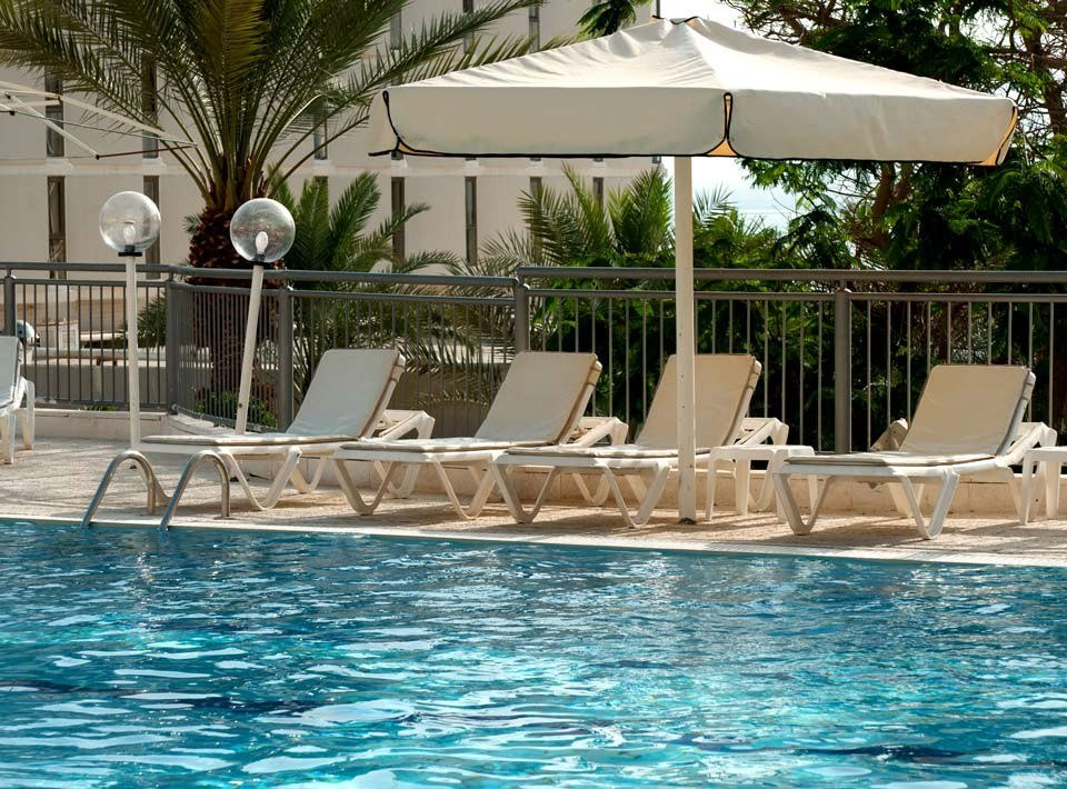 https://www.hotelsbyday.com/_data/default-hotel_image/2/11141/oasis-pool-view4.jpg