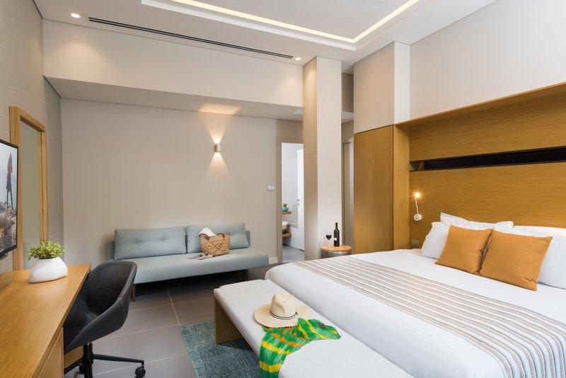 https://www.hotelsbyday.com/_data/default-hotel_image/2/11143/guest-room.jpg
