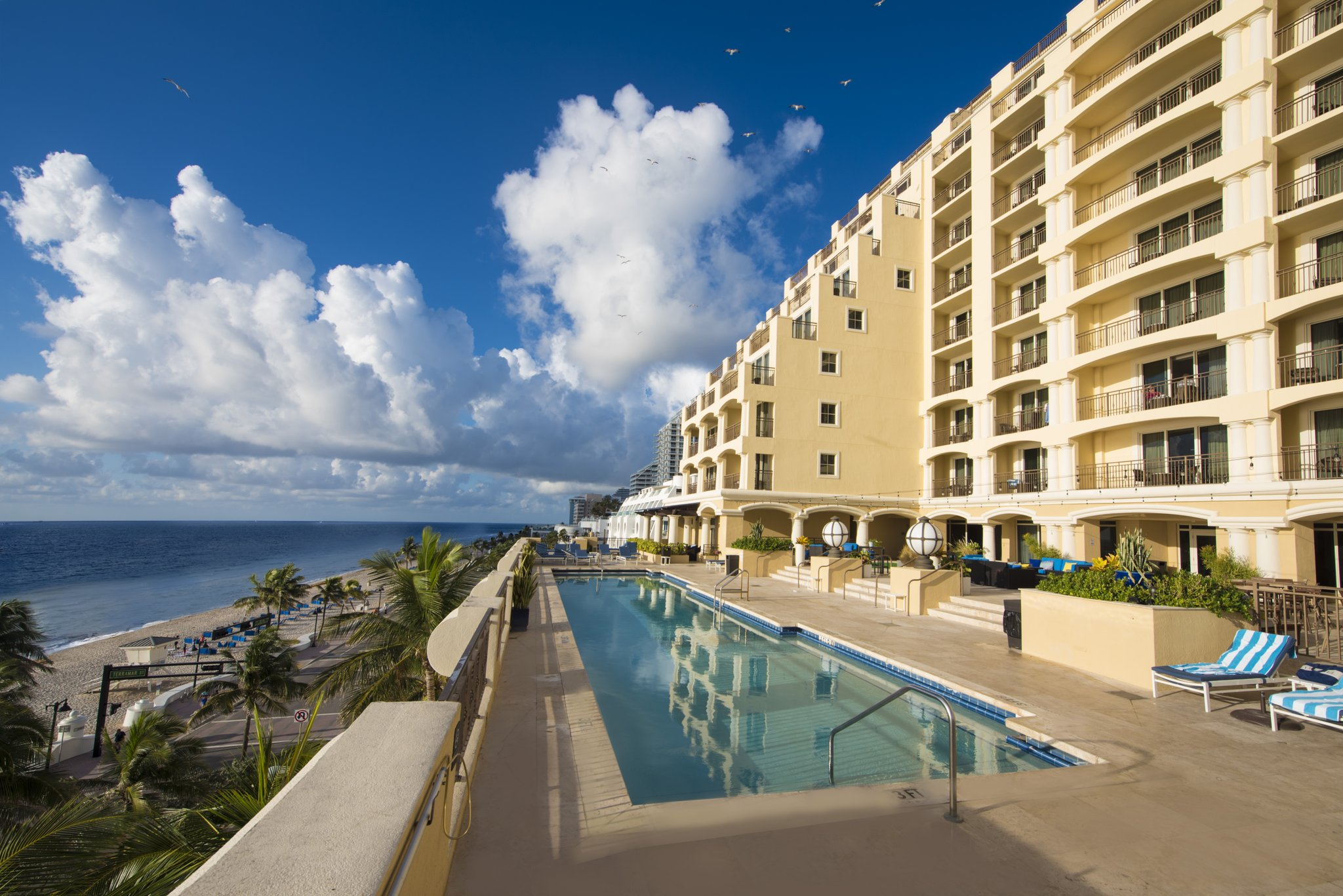 https://www.hotelsbyday.com/_data/default-hotel_image/2/11233/hotel-pool-deck-and-pool-s.jpg