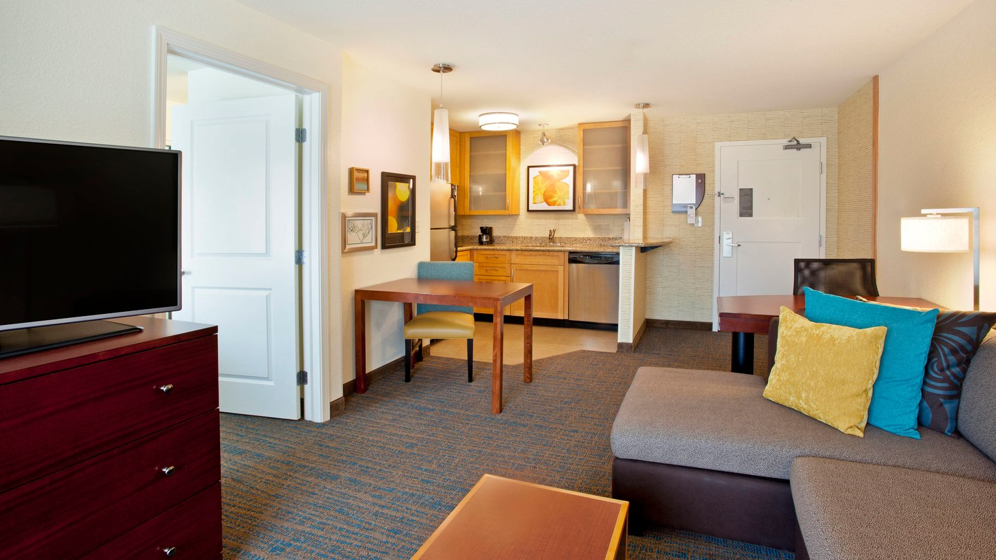 https://www.hotelsbyday.com/_data/default-hotel_image/2/11258/pdxap-suite-0035-hor-wide.jpg