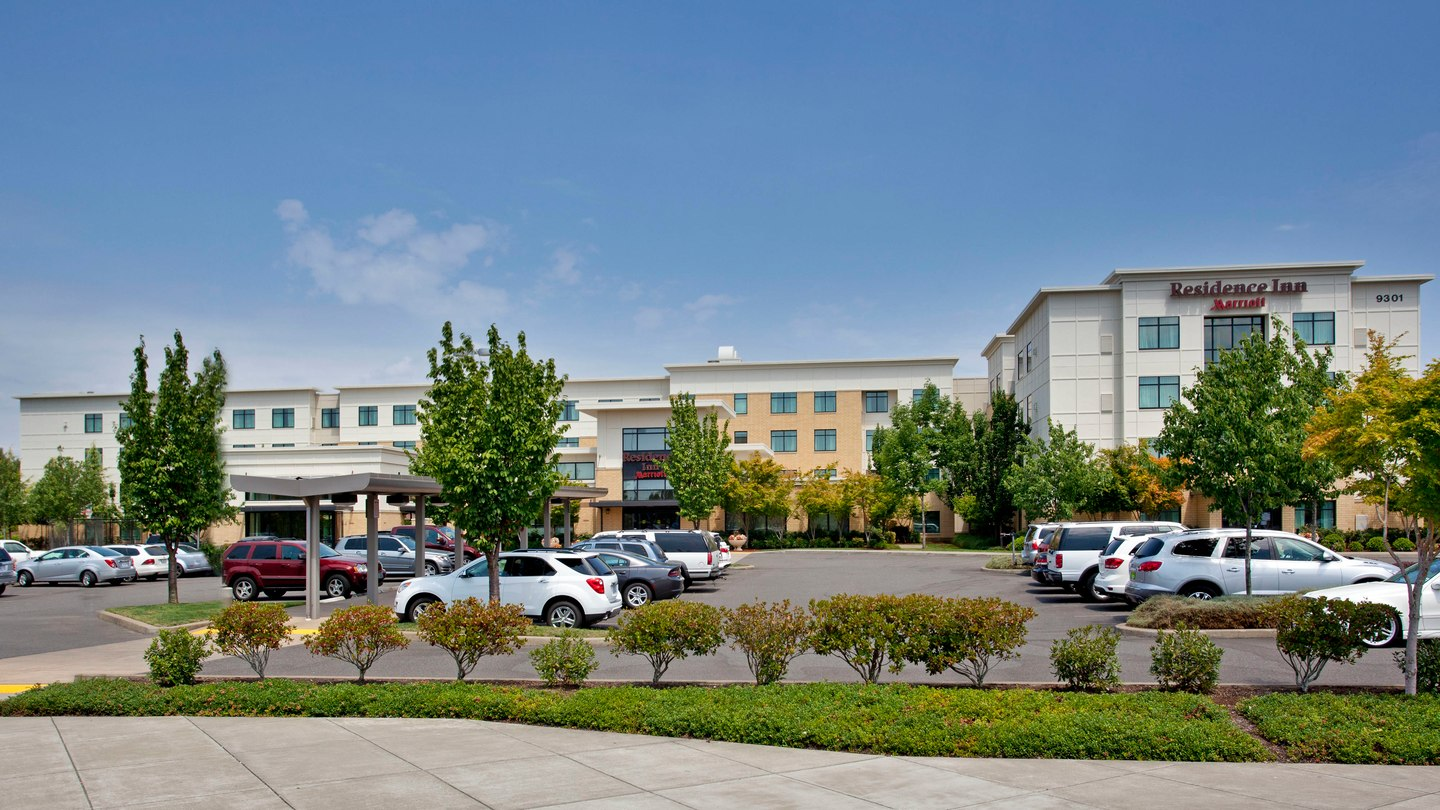 https://www.hotelsbyday.com/_data/default-hotel_image/2/11261/pdxap-exterior-0027-hor-wide.jpg
