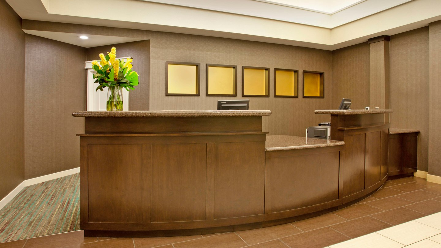 https://www.hotelsbyday.com/_data/default-hotel_image/2/11262/pdxap-desk-0028-hor-wide.jpg