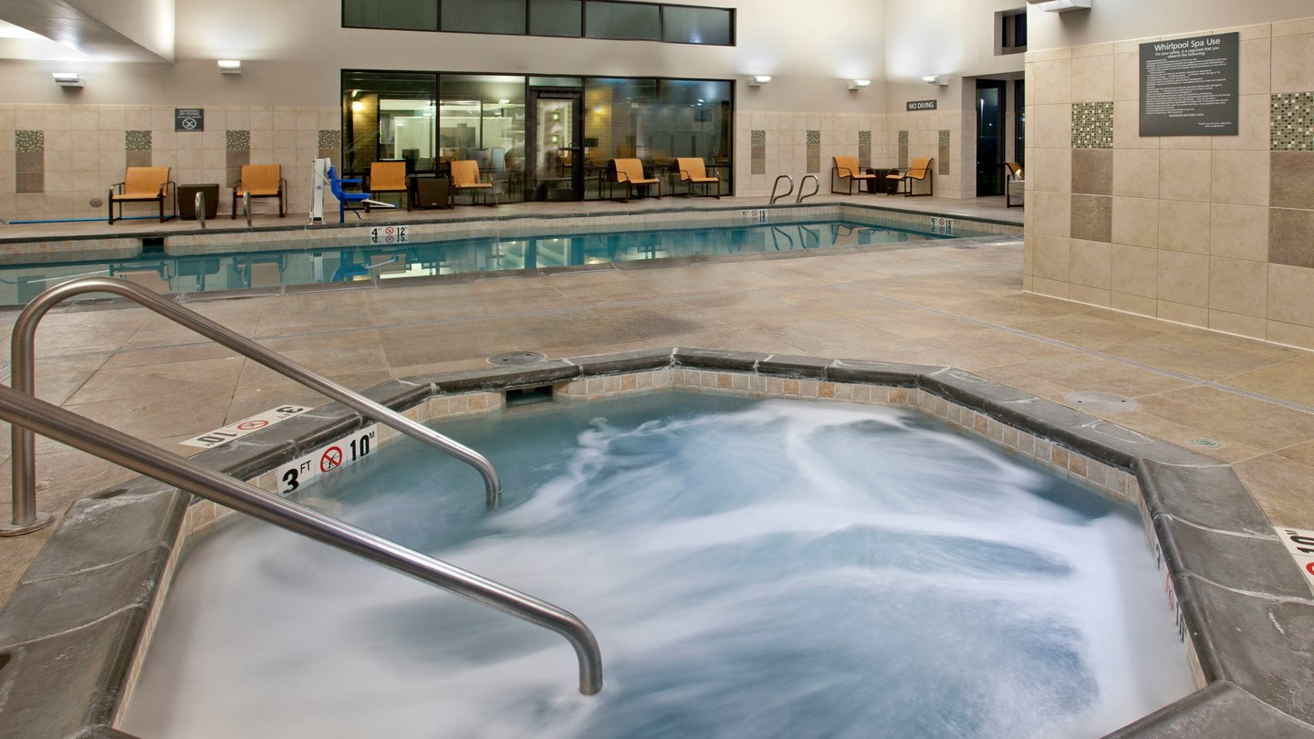 https://www.hotelsbyday.com/_data/default-hotel_image/2/11268/pdxap-whirlpool-0046-hor-wide.jpg