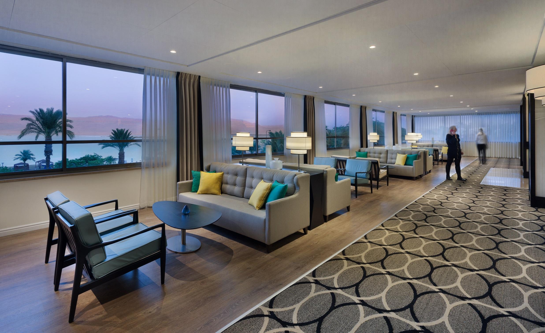 https://www.hotelsbyday.com/_data/default-hotel_image/2/11336/oasis-hotel-lobby2.jpg