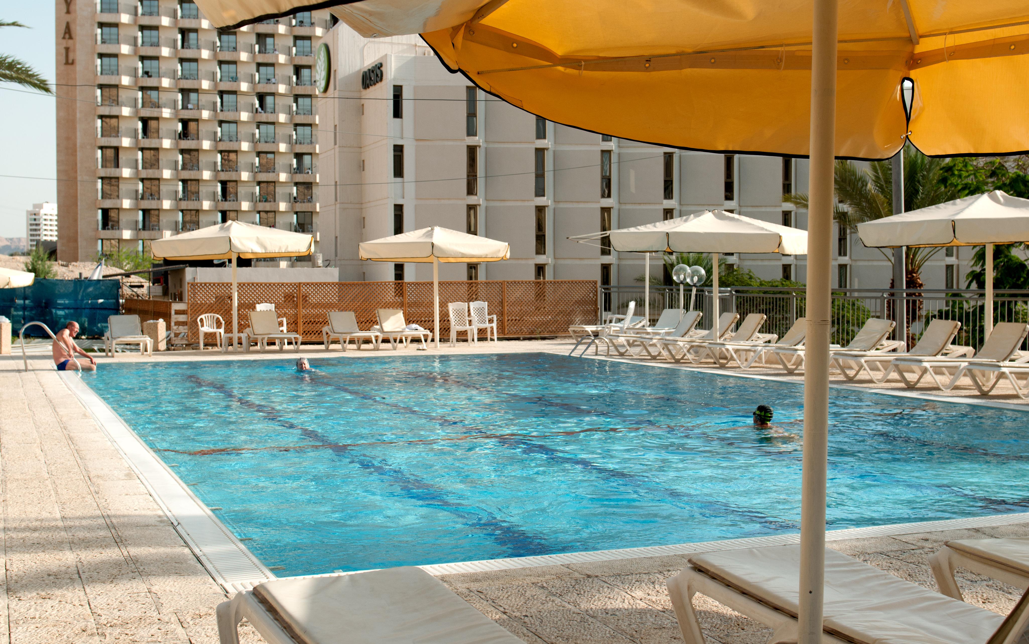 https://www.hotelsbyday.com/_data/default-hotel_image/2/11337/oasis-pool-view.jpg