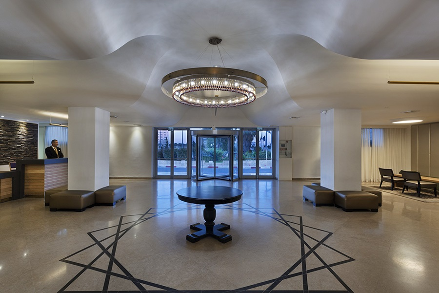 https://www.hotelsbyday.com/_data/default-hotel_image/2/11341/prima-park-lobby2-by-pinchuk.jpg