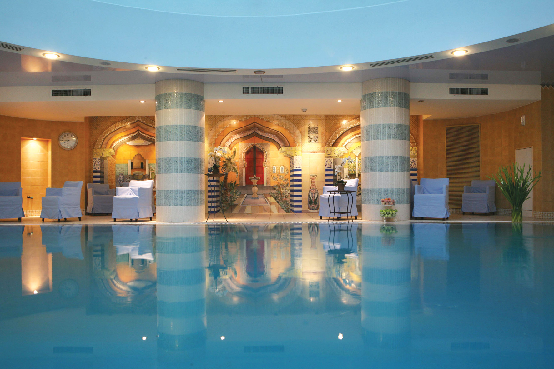 https://www.hotelsbyday.com/_data/default-hotel_image/2/11389/spa-club-spa.jpg