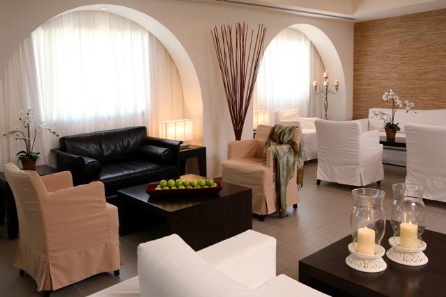 https://www.hotelsbyday.com/_data/default-hotel_image/2/11390/spa-club-lobby1.jpg