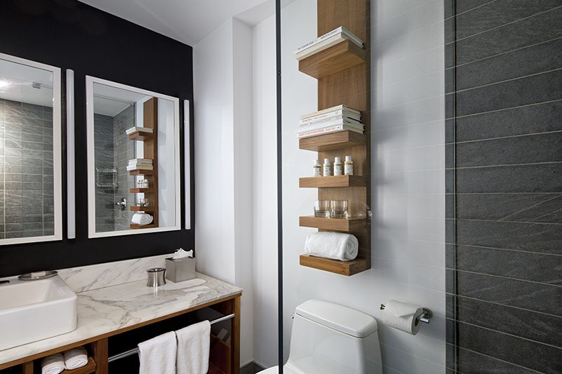 https://www.hotelsbyday.com/_data/default-hotel_image/2/11442/bathroom-duane-street-hotel-2.jpg
